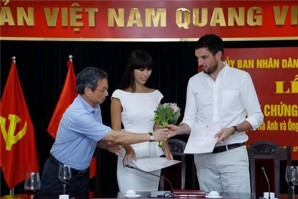 Bị ném đá vô lí trước thềm đám cưới, Hà Anh khéo léo đáp trả dư luận - Tin sao Viet - Tin tuc sao Viet - Scandal sao Viet - Tin tuc cua Sao - Tin cua Sao
