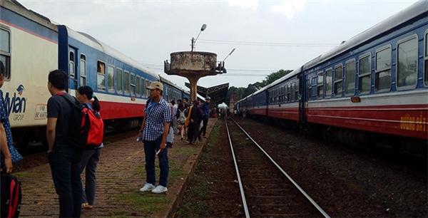 Tàu hỏa đang chạy bỗng bốc cháy dữ dội khiến hành khách hoảng hốt