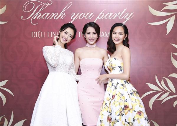 Được biết, ba mĩ nhân Việt gặp gỡ,chơi thân với nhau một thời gian khá dài vàchưa từng xảy ra mâu thuẫn. Điều này khiến không ít khán giả cảm thấy ngạc nhiên bởi showbiz Việt luôn tồn tại đầy rẫy sự ganh ghét, tị hiềm.
