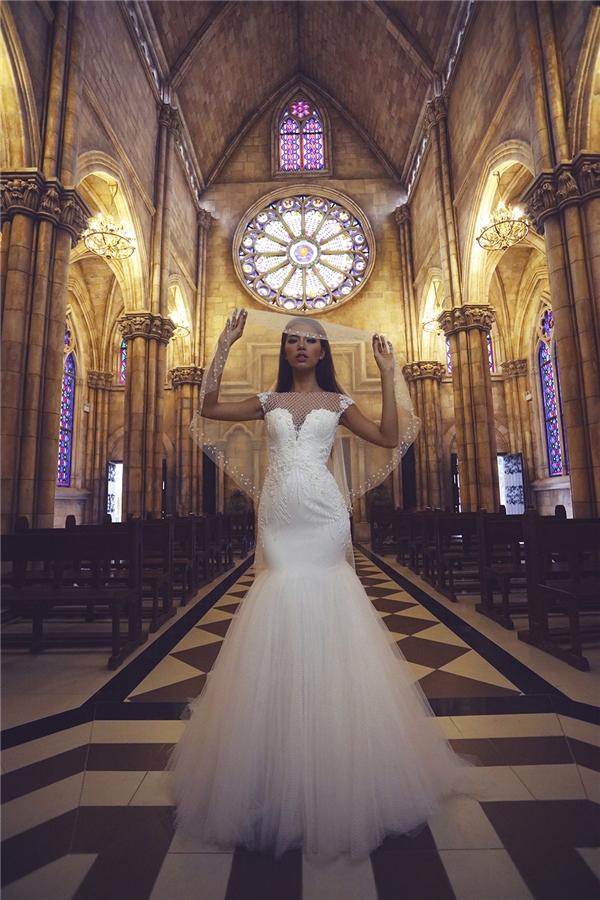 Minh Tú diện váy cưới trắng tinh đẹp như thiên thần