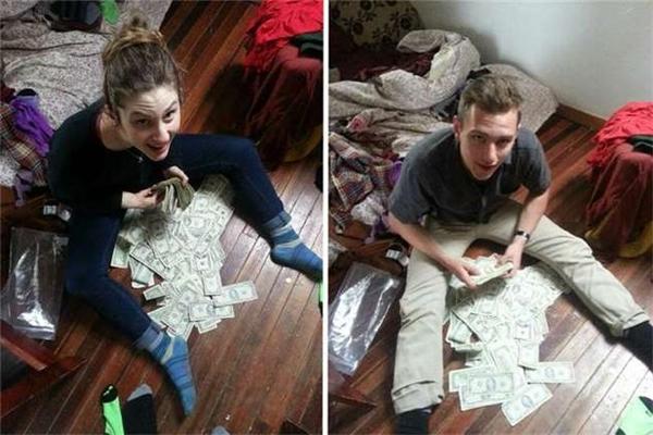 Sau khi đếm số tiền họ đã hét toáng lên vì sung sướng.