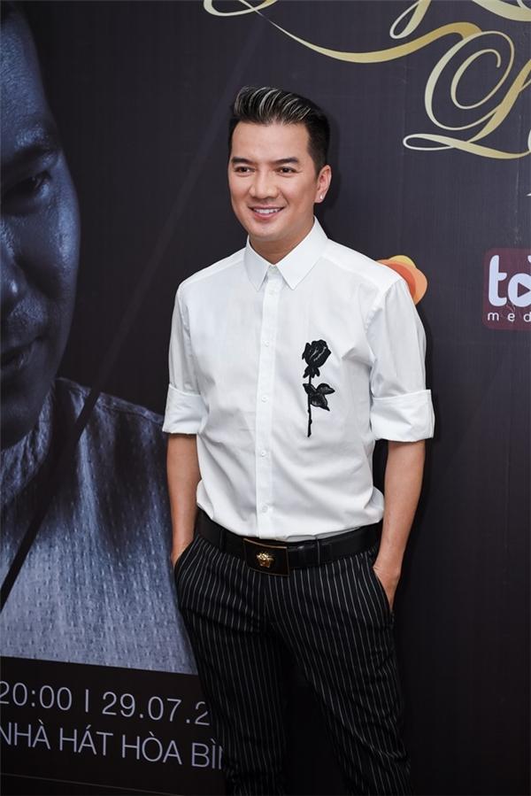 Điểm khá đặc biệt của show diễn này là sự góp mặt của Đàm Vĩnh Hưng, người không hề quen thuộc với âm nhạc của Việt Anh.
