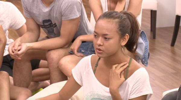 Theo một số thông tin bên lề, việc Quỳnh Mai rút lui là do nữ người mẫu bị tố phẫu thuật thẩm mỹ phần mũi. Tuy nhiên, Quỳnh Mai vẫn chưa lên tiếng về những đồn đoán trên.