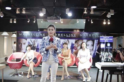 Thí sinh tham gia thử thách tạo ấn tượng với ban giám khảo bằng cách giới thiệu sự khác biệt của bản thân. Người thắng cuộc sẽ được xuất hiện trên một buổi phỏng vấn của HTV. - Tin sao Viet - Tin tuc sao Viet - Scandal sao Viet - Tin tuc cua Sao - Tin cua Sao