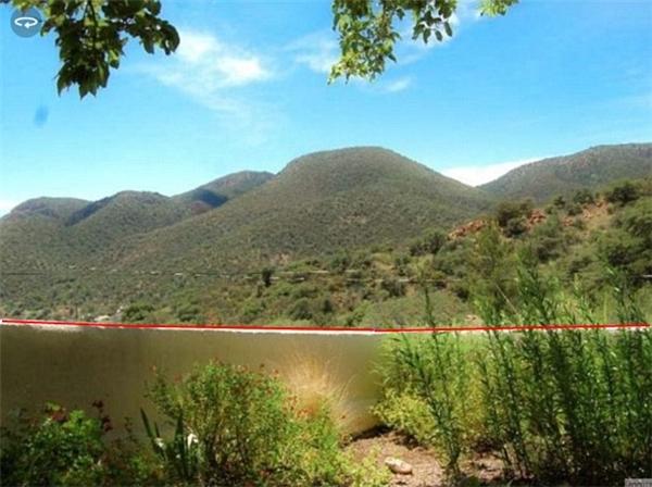 Ảnh này hả? Nếu bạn nghĩ là phong cảnh có hồ có núi thì lầm to nhé. Nguyên một phần mà bạn nghĩ là hồ chính là bức tường đó. Thấy không? Tường trắng đó. (Ảnh Internet)