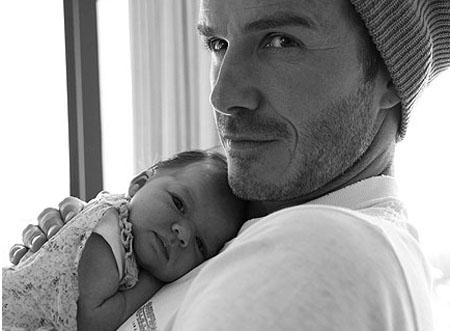Harper chào đời trong niềm hạnh phúc vô bờ của gia đình Beckham.