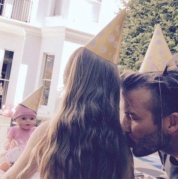 Beckham còn tham gia bữa tiệc của Harper với những người bạn búp bê thân yêu.