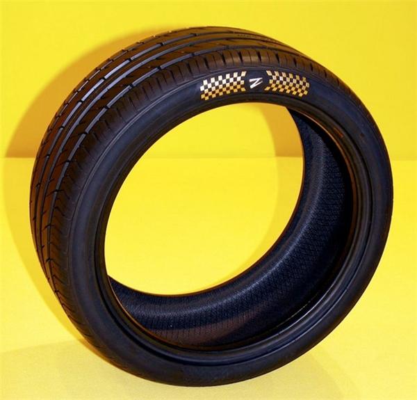 Bộ lốp có giá trị đắt nhất thế giới do Z Tyre sản xuất. (Ảnh: internet)