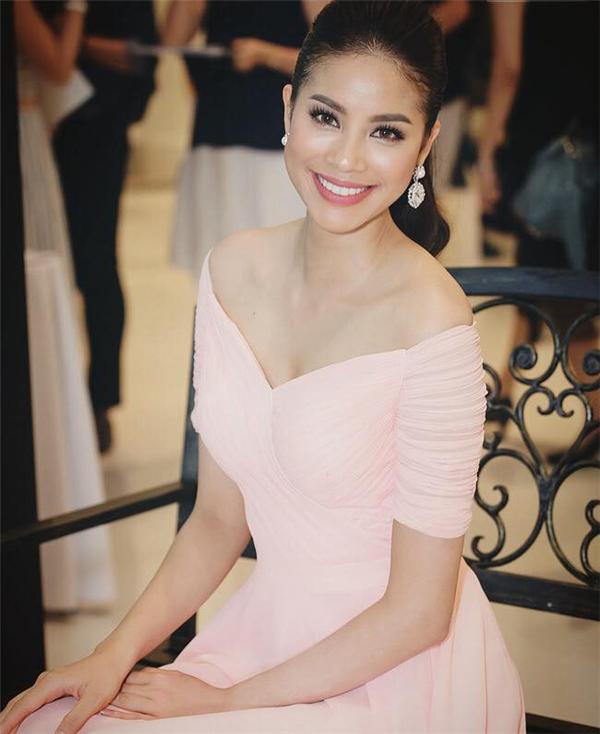 Nhan sắc mĩ nhân Việt nào ngọt nhất khi mặc váy áo trễ vai?