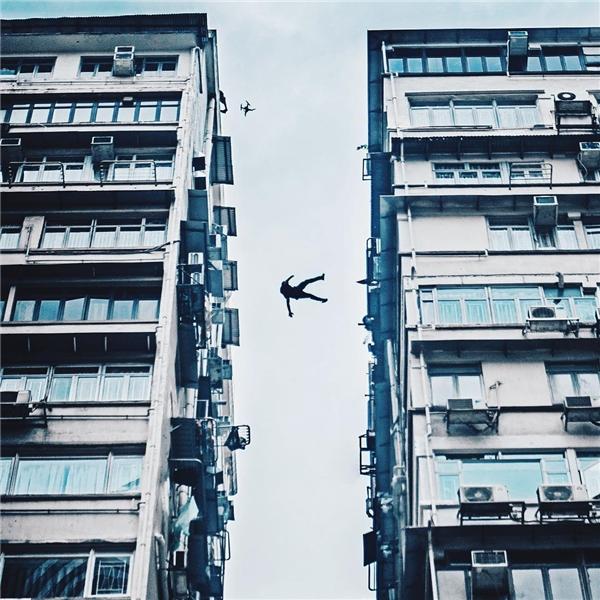 Thót tim với nhóm thanh niên bay như chim từ sân thượng nhà cao tầng