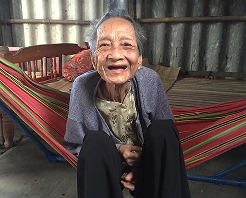 cụ bà cao tuổi