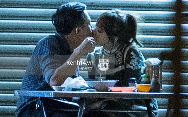 """Hình ảnh Trấn Thành vô tư """"khóa môi"""" Hari Won gây sốt cộng đồng mạng. - Tin sao Viet - Tin tuc sao Viet - Scandal sao Viet - Tin tuc cua Sao - Tin cua Sao"""