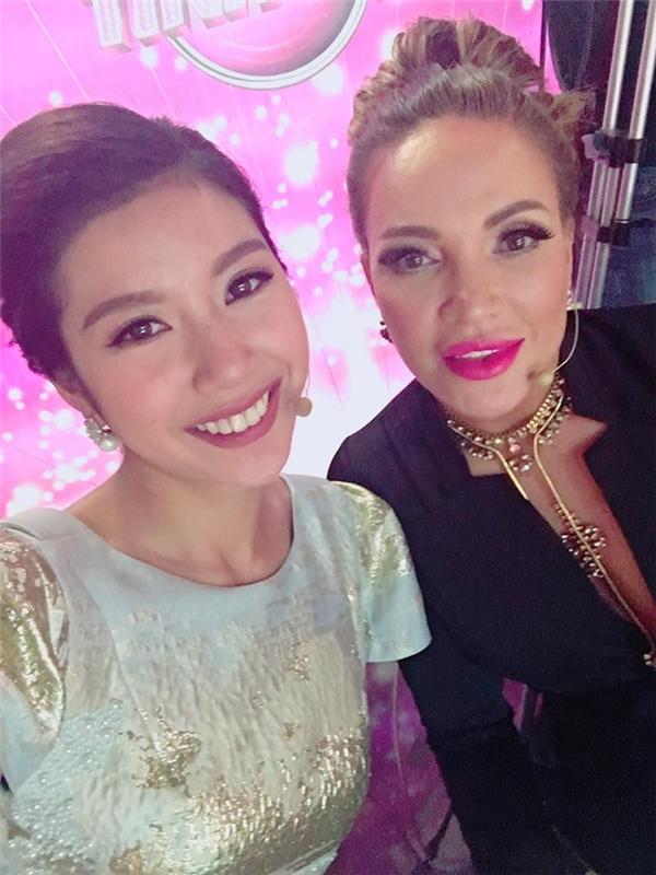 Á hậu Thúy Vân có dịp hội ngộ danh ca Thanh Hà trong một sự kiện tại nước ngoài.