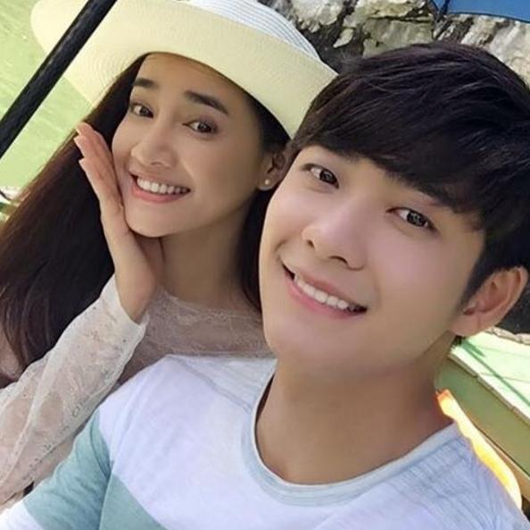 Nhã Phương rạng rỡ selfie cùng bạn diễn Kang Tae Oh.