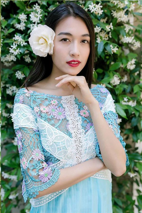 Lệ Hằng chia sẻ, bộ ảnh được thực hiện trên đất Mỹ nên cô phải tự chăm chút cho bản thân. Người đẹp 23 tuổi cho biết việc rèn luyện này hết sức quan trọng để có thể chuẩn bị chinh chiến tại cuộc thi Hoa hậu Hoàn vũ 2016 vào cuối năm nay. Tuy nhiên, phía đơn vị nắm bản quyền vẫn chưa công bố thông tin về đại diện chính thức của Việt Nam tại Miss Universe 2016.