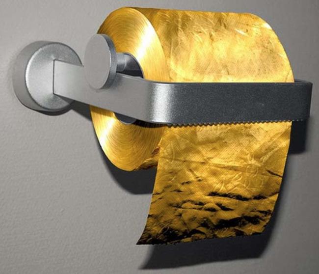 Cuộn giấy vệ sinh này được làm hoàn toàn từ vàng 22 caratcó giá 1,38 triệu USD (30 tỷ VND). Cuộn giấy được nhà sản xuất miêu tả là hoàn toàn an toàn cho người sử dụng.