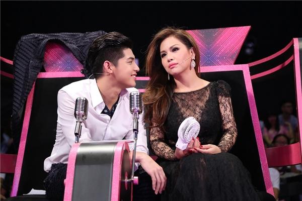 Ngoài ra,Noo Phước Thịnh còntranh thủ tỉ tê với nữ ca sĩ để được chị chia sẻ những kinh nghiệm trong nghề.