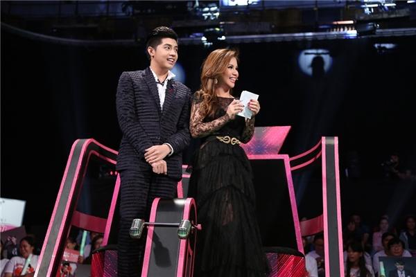 Sau thời gian xa quê, Minh Tuyết đã có dịp hội ngộ người hâm mộ trên quê hương khi đảm nhận vai trò giám khảo chương trình Tuyệt Đỉnh Song Ca.