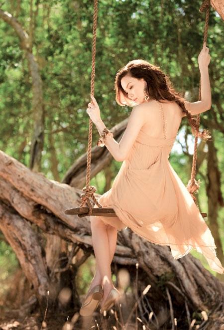 Không nhiều người biết rằng khi chụp ảnh quảng bá cho single Tìm lại giấc mơ, Hồ Ngọc Hà đã mang thai con đầu lòng nhưng cô vẫn tự tin tạo dáng và cho ra những bức ảnh rất đẹp - Tin sao Viet - Tin tuc sao Viet - Scandal sao Viet - Tin tuc cua Sao - Tin cua Sao