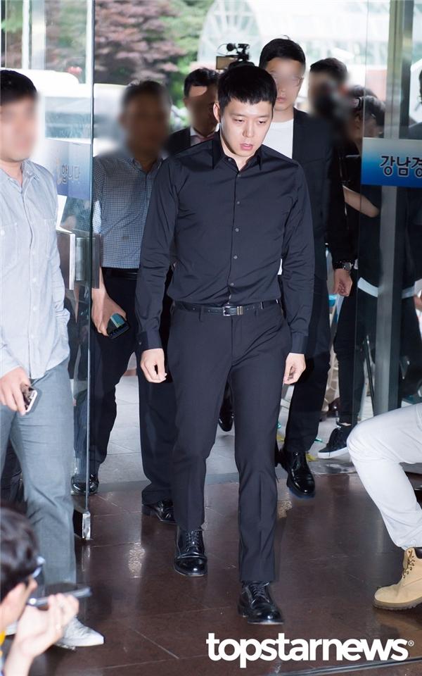 Mặc trắng án, Yoochun vẫn vướng tội gạ gẫm