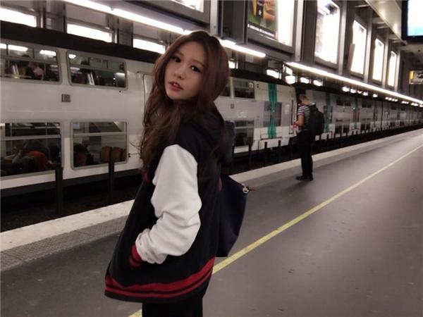 Cô nàng có tên là Trần Di Quân, hiện đang là sinh viên khoa âm nhạc.