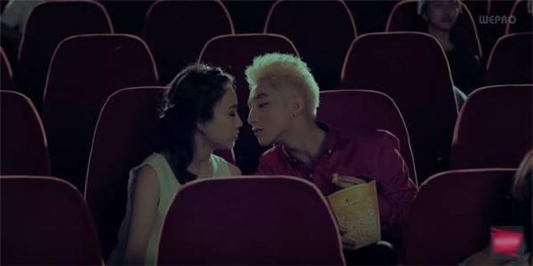 Cô nàng từng tham gia đóng vai bạn gái của Sơn Tùngtrong MV của nam ca sĩ. (Ảnh chụp màn hình)