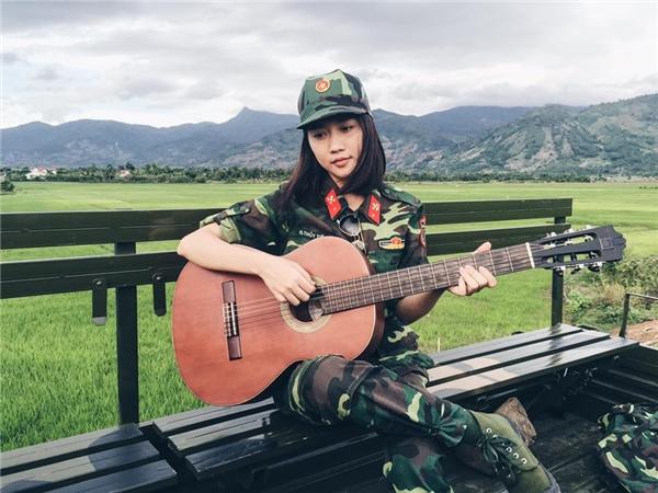 Lộ diện nhan sắc cực xinh đẹp của bạn gái soái ca quân nhân gây sốt