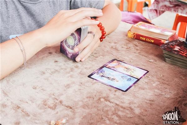 Đặc biệt với hóa đơn trên 200k trong khung giờ 14-15h, bạn sẽ nhận được cơ hội bói bài Tarot miễn phí.