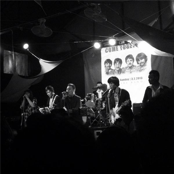 Nowhere Bandvới các bản hit cực đỉnh của Tứ Quái The Beatles.