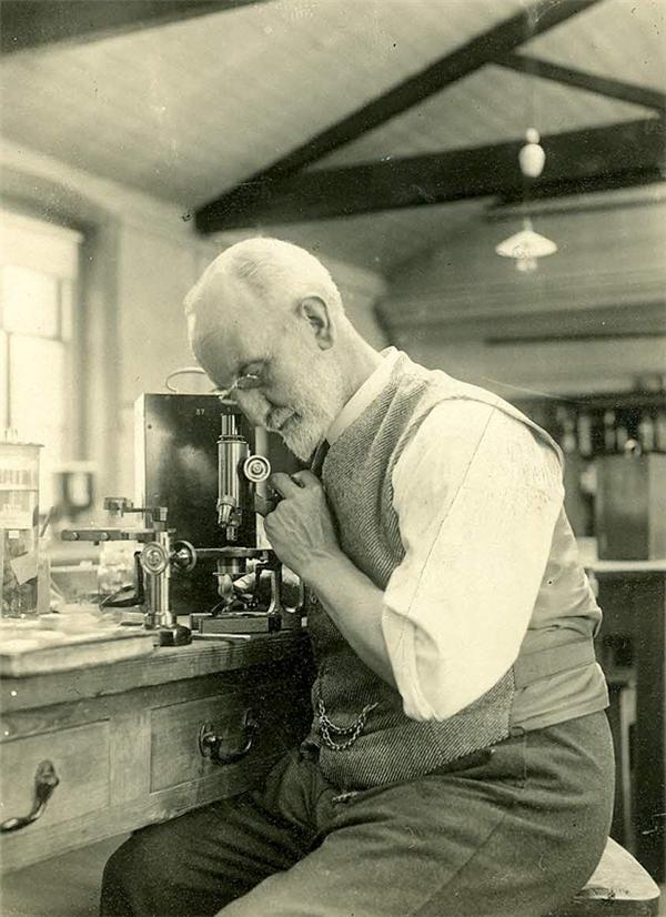Nhà sinh học biển George Parker Bidder, người đã gửi đi 1020 lá thư trong chai với mục đích nghiên cứu các dòng hải lưu. (Ảnh: Hiệp hội Sinh học Biển Anh Quốc)