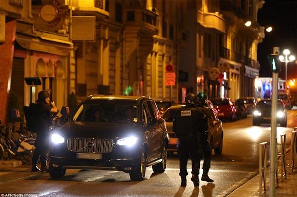 Giọt nước mắt Pháp trước những thi thể la liệt sau vụ tấn công đẫm máu