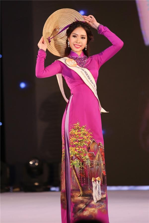 Trần Minh Như Hoa diện áo dài tím lãng mạn, ngọt ngào.