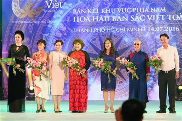 Thành phần ban giám khảo trong đêm bán kết tối qua: Hoa khôi Thể thao 1995Nguyễn Thu Hương vàHoa hậu Việt Nam 1992Hà Kiều Anh.