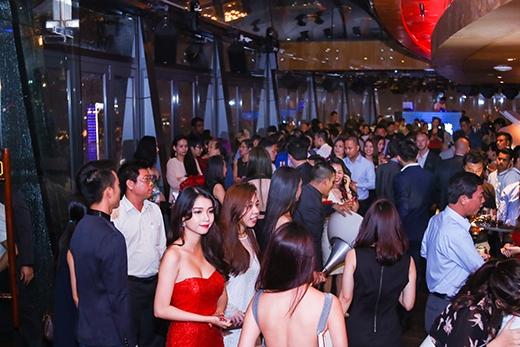 Ngoài ra còn có sự góp mặt của rất nhiều hot girl và các doanh nhân nổi tiếng.