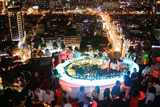 Bữa tiệc âm nhạc được diễn ra trên tầng 27 của tòanhàAB.