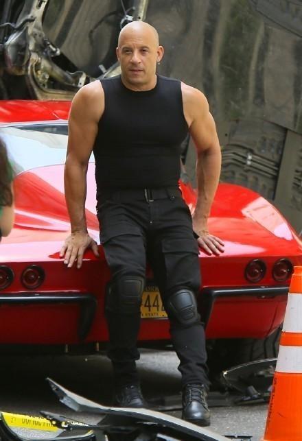 Là gương mặt quen thuộc của series ăn khách về tốc độ, Vin cũng là tài tử thường xuyên chia sẻ ảnh trên phim trường với người hâm mộ.