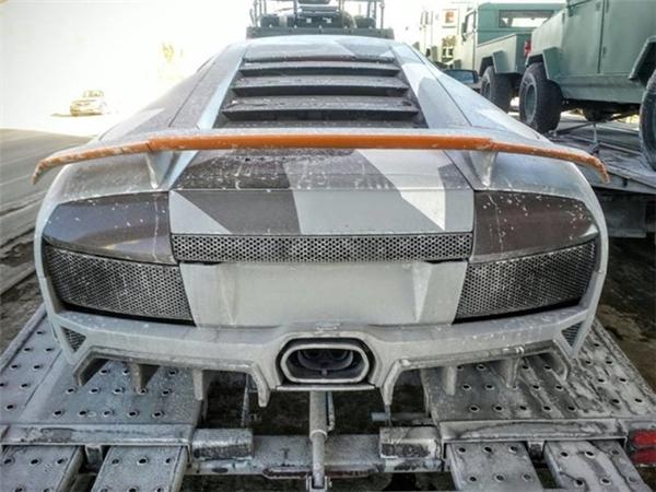 Hình ảnh chiếc Lamborghini bị phá hỏng trong quá trình quay phim.