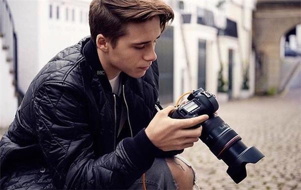 Cậu cả nhà Beck có niềm đam mê mãnh liệt dành cho nhiếp ảnh. (Ảnh:Instagram NV)