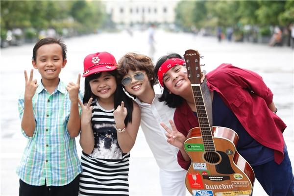 Top 4 Vietnam Idol Kids gây huyên náo phố đi bộ Nguyễn Huệ.