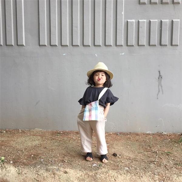 Yoo Hee tạo dáng, mix đồ không thua gì các fashionista.