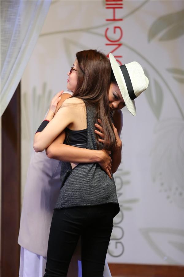 Sau màn trao đổi với 2 cô gái, Hồ Ngọc Hà quyết định loại An Nguy. Như vậy, nữ Vlogger sẽ chia tay cuộc hành trình trở thành quán quân The Face Vietnam mùa giải đầu tiên. Điều này hoàn toàn trùng khớp với dự đoán của khán giả. Với số lượng fan đông đảo, An Nguy vẫn có cơ hội quay trở lại chương trình nhờ phần bình chọn của khán giả. Tuy nhiên, đến hiện tại vẫn còn quá sớm để nói vể cơ hội của An Nguy tại The Face Vietnam 2016.