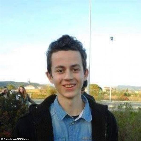 Gia đình củaAndré Refaeli (16 tuổi) vẫn ngày đêm tìm kiếm cậu.