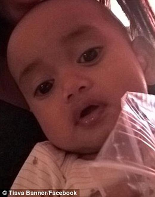 Người thân của em bé này đã chia sẻ bức ảnh trên lên mạng xã hội và may mắn tìm lại được đứa con của họ.