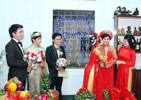 3 cô dâu rất thân thiết và nhí nhảnh khi bên nhau.
