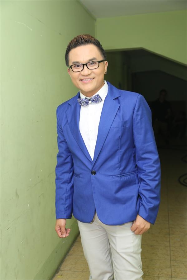 MC Đại Nghĩa nổi bật với vest xanh - Tin sao Viet - Tin tuc sao Viet - Scandal sao Viet - Tin tuc cua Sao - Tin cua Sao