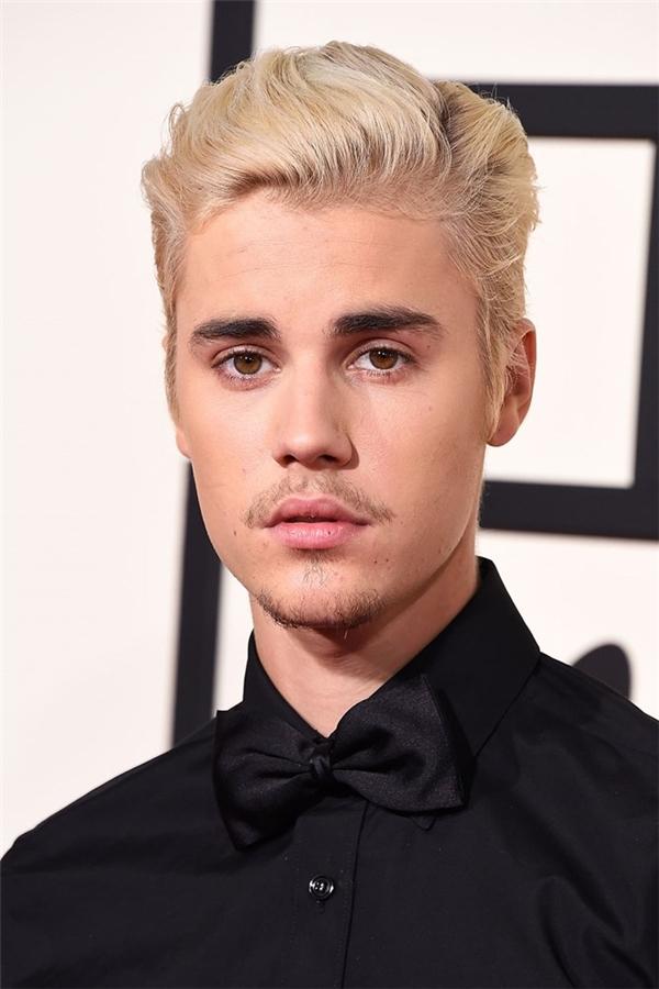 2/2016, trong buổi lễ trao giải Grammy, Justin đã quyết định quay về với mái tóc lịch lãm ngày nào, nhưng các fan chưa kịp vui mừng thì... (Ảnh Internet)
