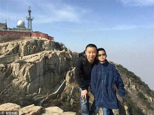 Cao Yinpeng và bố ngày còn khoẻ mạnh.