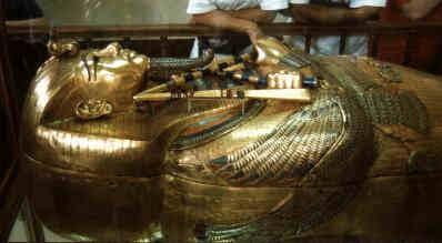 Cỗ quan tài bằng vàng ròng của PharaohTutankhamun. (Ảnh: Internet)
