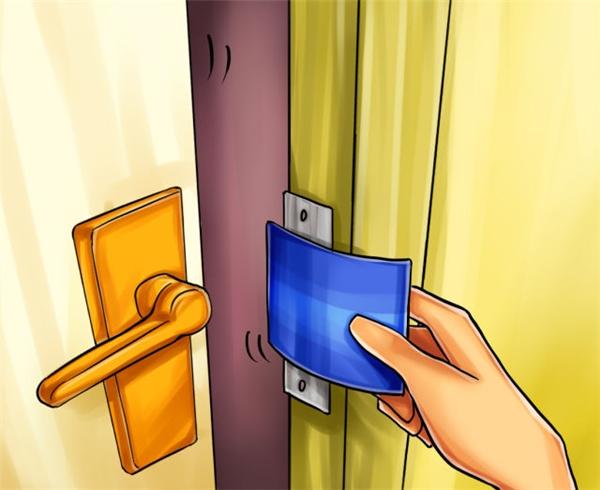 Gập thẻ theo hướng ngược lại để mở cửa. (Ảnh: internet)