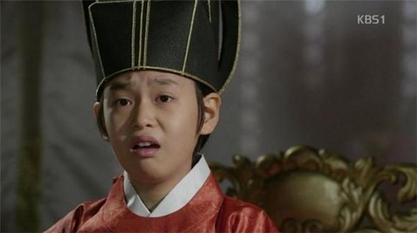 """Từ thời cổ trang trong phim """"Jung Do Jun"""" đã bắt đầu phương pháp niềng răng rồi sao?"""